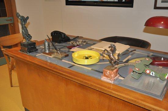 Museo Ferrari: Enzo's desk top