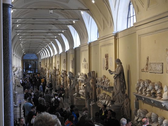 Skip-the-Line Small-Group Tour: Vatican, Sistine Chapel, and St. Peter's Basilica: Museum Hall