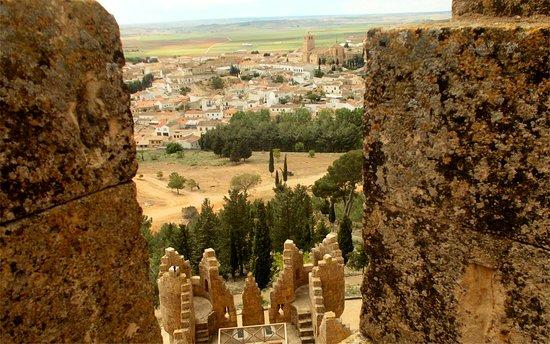 Castillo de Belmonte: La villa desde las almenas del castillo.