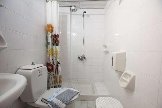 Revekka Rooms B&B: Ensuite Shower/ WC
