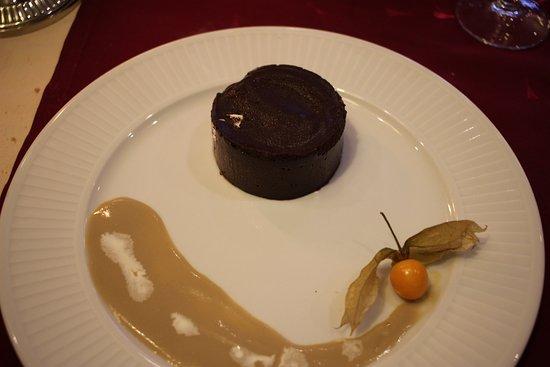 Belleme, France: fondant au chocolat sauce café