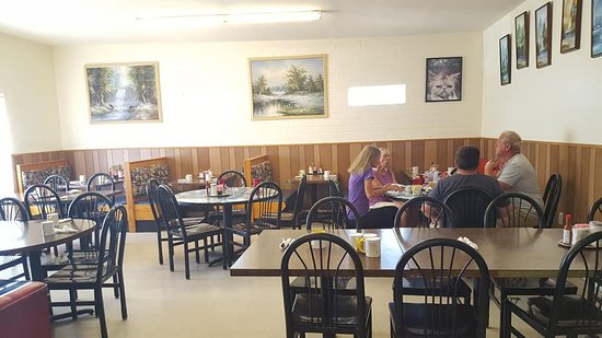 Huachuca City, AZ: Second dining room with tables. We sat in the corner