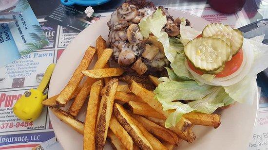 Huachuca City, AZ: My mushroom Swiss Cheese burger