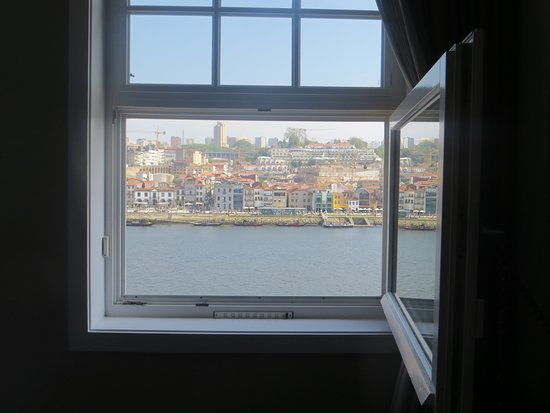 Guest House Douro: River