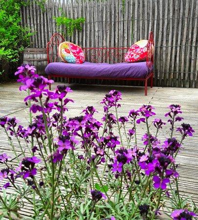 Saint Pierre de Riviere, França: terrasse de l'hotel , chambre sur le jardin