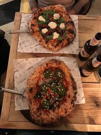 Purezza Camden: Portobello Road (in alto) e Pesto Manifesto