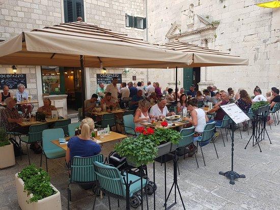 Cocopazzo Wine & Dine Restaurant : Cocopazzo Wine & Dine Bar
