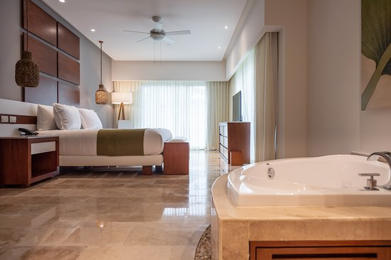 The Reef 28: Master Suite