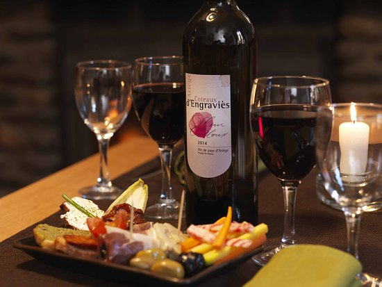 Saint Pierre de Riviere, França: local organic wine and food