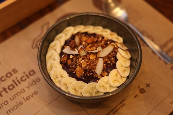 Hortalicia: Açaí Hortalícia, Batido com banana e mel, servido com granola artesanal. Sem glúten, sem leite