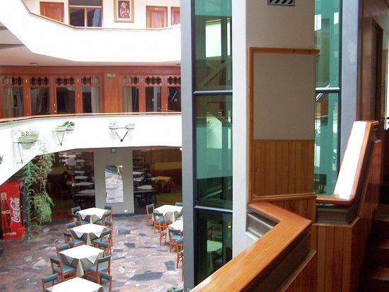 Hotel Continental: Vista desde el primer piso del desayunador