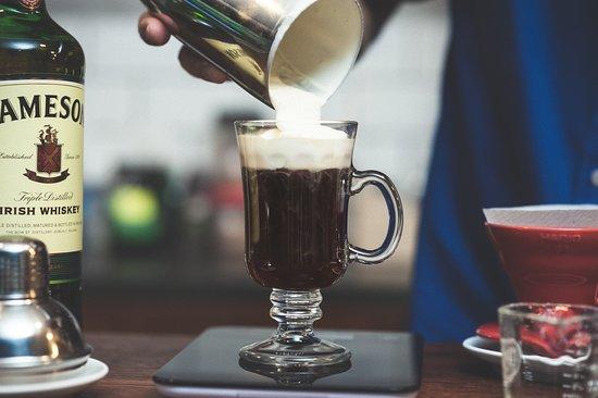 Los Baristas . Casa de Cafés: Irish coffee