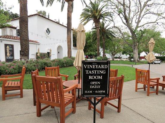 Tasting Room Wente Vineyards Estate Winery Livermore Ca