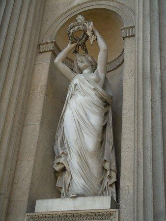 La Statue La Gloire