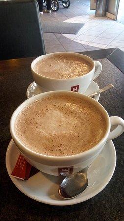 Ihle Cafe: warm chocolate