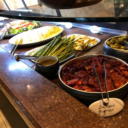 Top service - Delicious - Huge buffet - Price ok