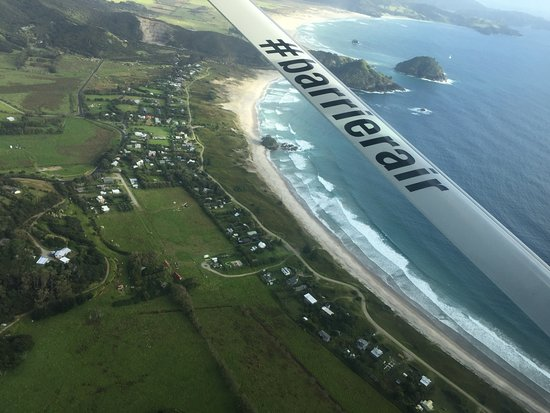 Tryphena, New Zealand: Flying over Medland's beach to the island on Barrier Air