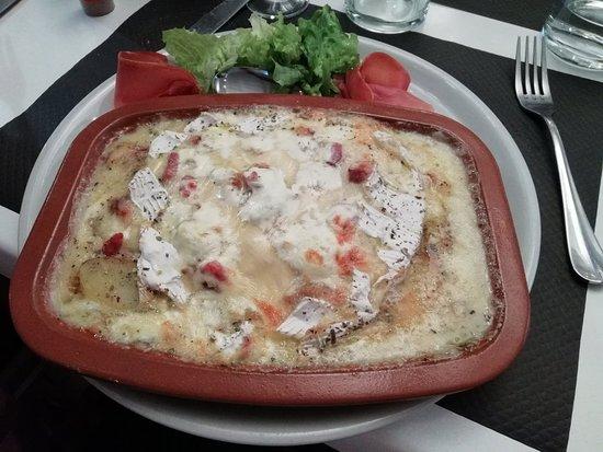 Valros, Frankrijk: Gambas grillées et camembert chaud !