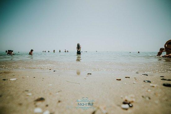 Μα-Γιω: By the sea
