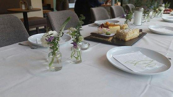 Cafe Weiss: Feier zur Konfirmation