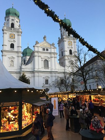 Dom St. Stephan: St Stephen's from the Christmas Market