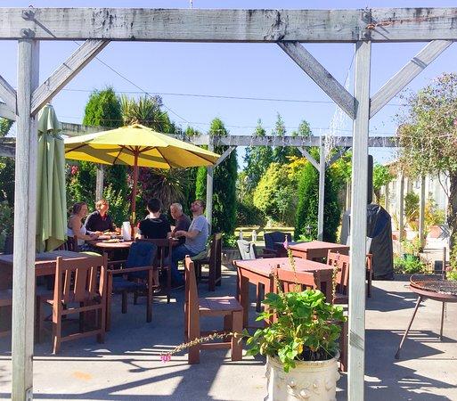 Tongariro Crossing Lodge: Guest terraced garden