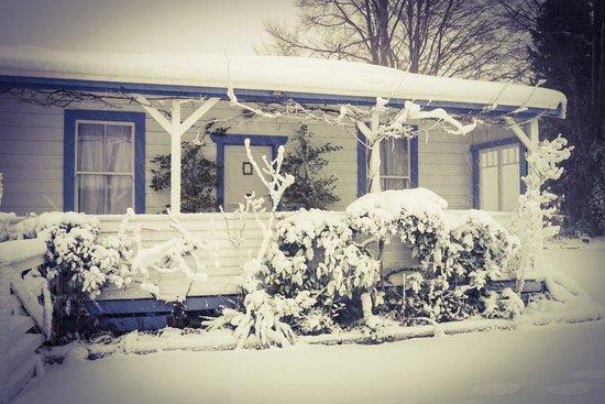 Tongariro Crossing Lodge: Lodge in winter