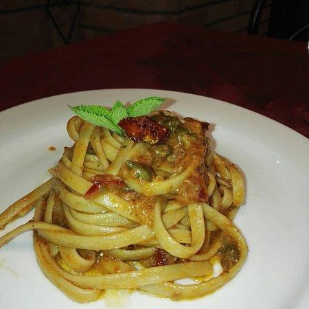 Pizzeria Napoli & Napoli: Stoncatura con crema di datterino secco capperi e mentuccia
