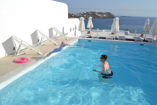 Lithos by Spyros & Flora: Luxury pool with amazing backdrop