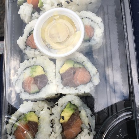 New Minas, แคนาดา: Dynamite roll hits the spot, with salmon, tuna, avocado and cucumber.  It's my favourite roll!