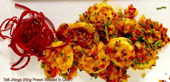 Tandoori Treats: Chef Cooking Saag Aloo