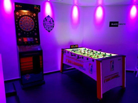 Black And White Lounge Bar Oviedo