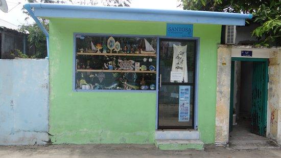 Paguro Beach Inn: Souvenire shop, Ukulhas - city
