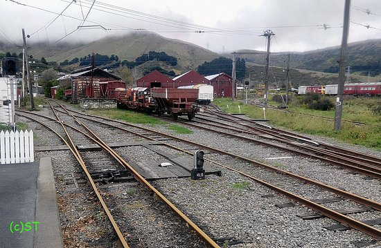 Ferrymead Heritage Park: Tracks and old trains