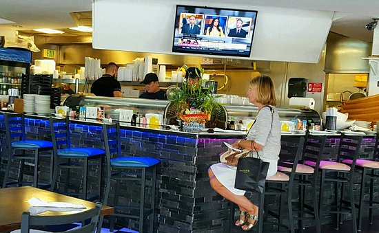 Suan Thai & Japanese Restaurant: Sushi counter