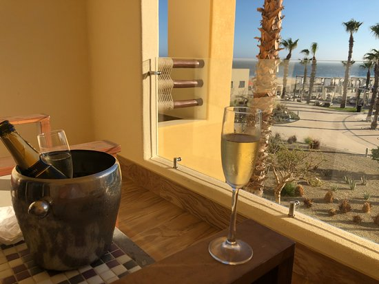 Baja California Sur, Mexiko: View of pools/shore from Towers room