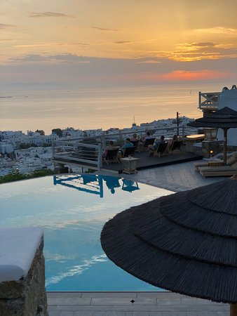 Vencia Hotel: Sunset from our dining table overlooking the infinity pool.