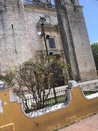 Catedral de San Servasio: View from the front street -1