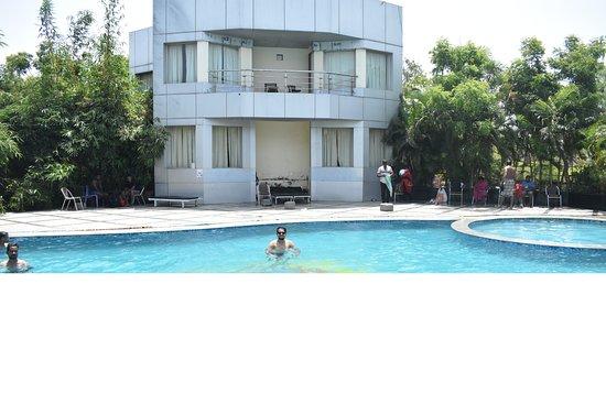 Country Club Jade Beach Resort: swimming ppol