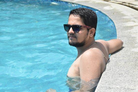 Country Club Jade Beach Resort: me at swimming pool