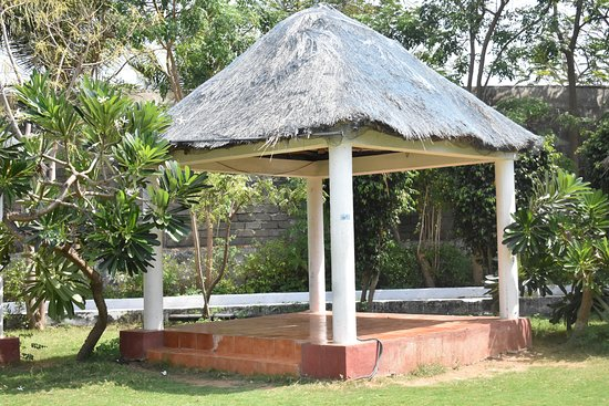 Country Club Jade Beach Resort: Dining hut