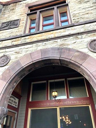 Firehouse BBQ: Front door