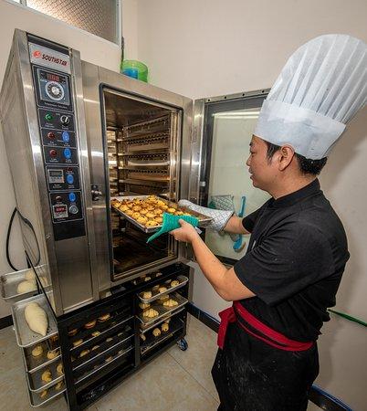 Everyday Restaurant - Bakery - Coffee: pastry chef