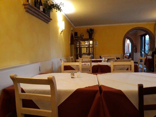 Lamporecchio, Italien: interno locale