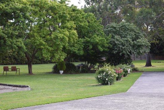 Healesville Motor Inn: Lovely garden area to relax