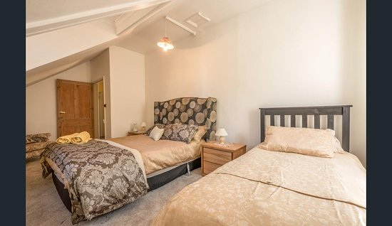 Bushy Park, Australien: Upstairs with two beds has a shared bathroom