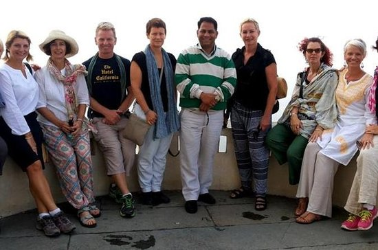 Private Udaipur Heritage Walk With Traditional Folk dance With Tour...