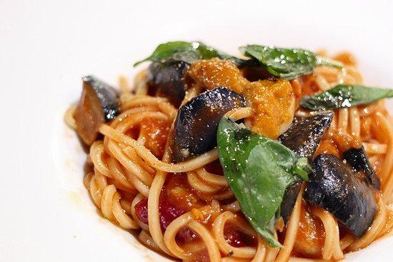 https://media-cdn.tripadvisor.com/media/photo-s/13/10/ad/87/cucina-italiana-aria.jpg