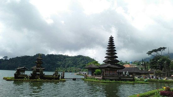 Lovina Bali Tour & Taxi Services: temple on the lake