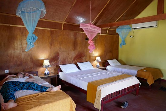 Palm Beach Nilaveli Hotel : Wonderful spacious, clean room with everything you need